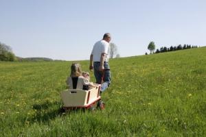 Bollerwagen stark belastet durch Kinder