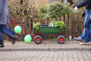 Faltbarer Bollerwagen auf Partyfahrt